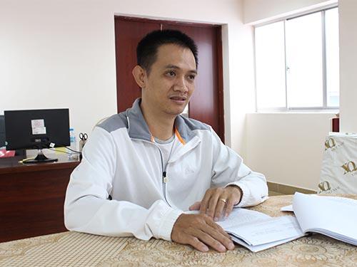 Ông Huỳnh Chấn Oai, đại diện theo ủy quyền của gia đình ông Lão Quốc Tùng, trình bày bức xúc với Báo Người Lao Động