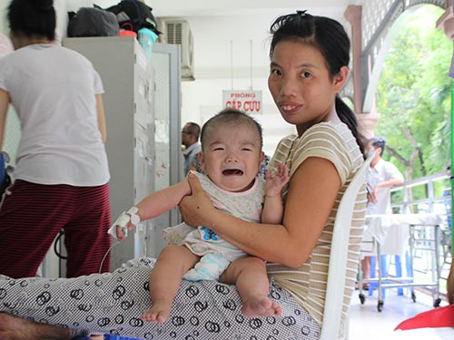 Bé Nguyễn Thị Ánh Nguyệt mắc bệnh tim bẩm sinh nhưng gia đình không có tiền điều trị