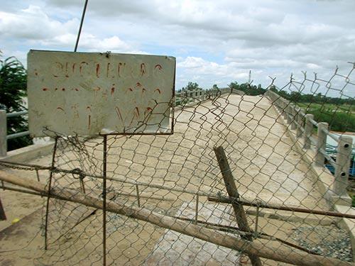 Cầu Cỏ Lau sau gần 5 năm thi công vẫn chưa được đưa vào sử dụng