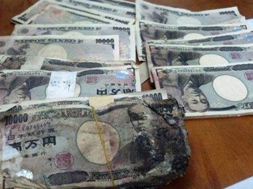 Khoảng 5 triệu yen (hơn 1 tỉ đồng) đã được một người mua bán ve chai ở quận Tân Bình, TP HCM nhặt được Ảnh: TÂN TIẾN