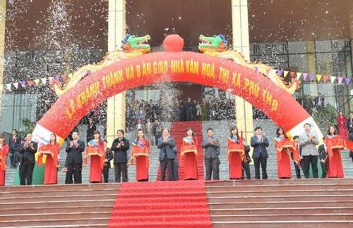 Lễ bàn giao công trình Nhà Văn hóa thị xã Phú Thọ