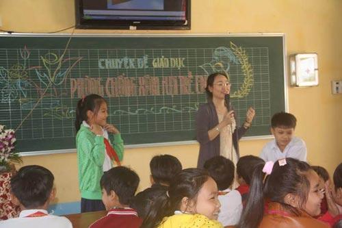 """Giáo dục """"Kỹ năng phòng chống xâm hại tình dục cho trẻ"""" tại một trường tiểu học"""