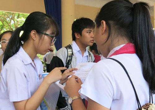 Thí sinh TP Đà Nẵng tham gia kỳ thi tuyển sinh vào lớp 10 trong ngày 9-6Ảnh: BÍCH VÂN