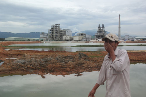 Người dân sinh sống gần Nhà máy Sản xuất sô-đa Chu Lai không chịu nổi mùi hôi thối