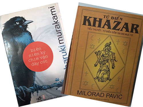 """Bìa cuốn """"Biên niên ký chim vặn dây cót"""" của Haruki Murakami và bìa cuốn tiểu thuyết """"Từ điển Khazar"""" - những cuốn sách được chuyển ngữ bởi dịch giả Trần Tiễn Cao Đăng - một trong những biên tập viên kỳ cựu của Công ty Nhã Nam"""