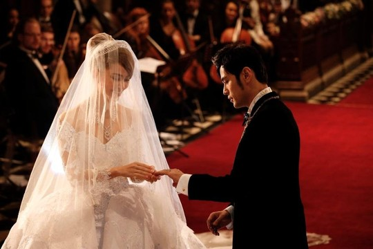Cặp đôi này có lễ cưới hoành tráng ở Anh