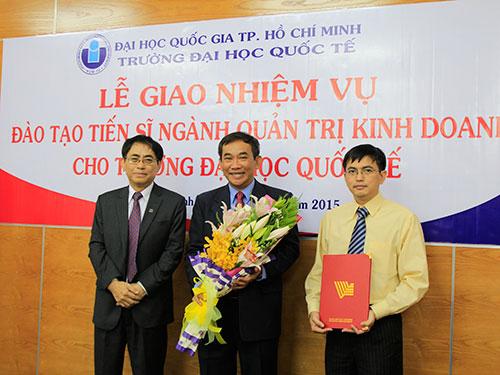 Lễ trao quyết định đào tạo trình độ tiến sĩ ngành quản trị kinh doanh cho Trường ĐH Quốc tế - ĐHQG TP HCM