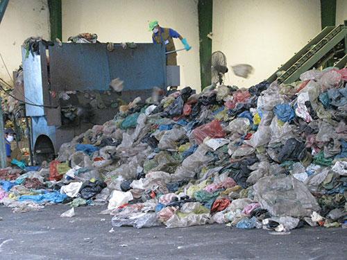 Mỗi ngày, khoảng 600 tấn rác thải của TP HCM được xử lý tại Nhà máy Xử lý chất thải rắn đô thị Vietstar