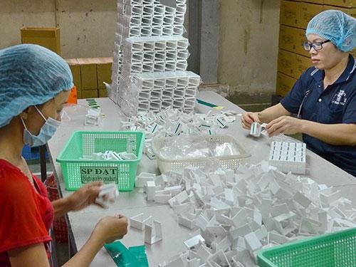 Sản xuất bao bì nhựa tại một công ty ở huyện Bình Chánh, TP HCM Ảnh: TẤN THẠNH