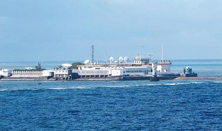 Căn cứ quân sự Trung Quốc đang xây trên vùng Đá Chữ Thập. Nguồn: Tân Hoa Xã