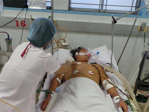 Người lớn mắc SXH dễ tử vong hơn trẻ nhỏ. Trong ảnh: Một trường hợp mắc SXH điều trị tại Bệnh viện Bệnh nhiệt đới TP HCM Ảnh: NGUYỄN THẠNH