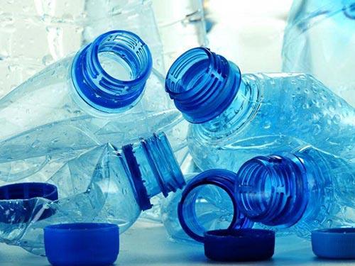 Chất gây gián đoạn nội tiết bisphenol A thường có trong đồ dùng bằng nhựa Ảnh: MEDICAL DAILY