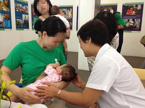Tư vấn về sức khỏe sinh sản tại Hà Nội Ảnh: NGỌC DUNG
