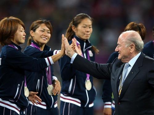 Ông S. Blatter tại lễ trao giải ở World Cup 2011 Ảnh: SOOO.IR