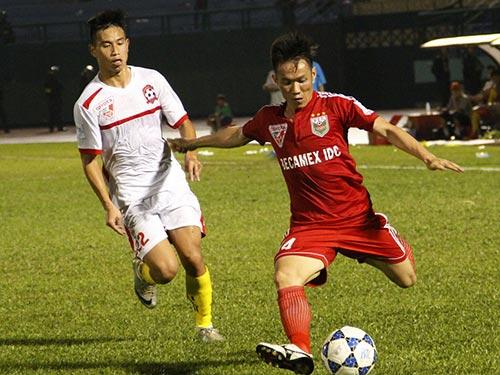Tấn Tài (phải) trong trận B.Bình Dương thắng LG Hải Phòng 3-1 đầu tuần này Ảnh: MINH NGỌC
