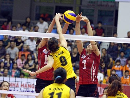Bình Điền Long An (trái) được dự đoán sẽ tranh ngôi vô địch giải nữ với ứng viên số 1 Thông tin Liên Việt Post Bank