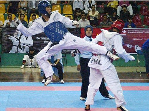Nguyễn Văn Duy (trái) tại Giải Vô địch Đông Nam Á 2015 vừa kết thúc chiều tối 25-3 ở TP HCM