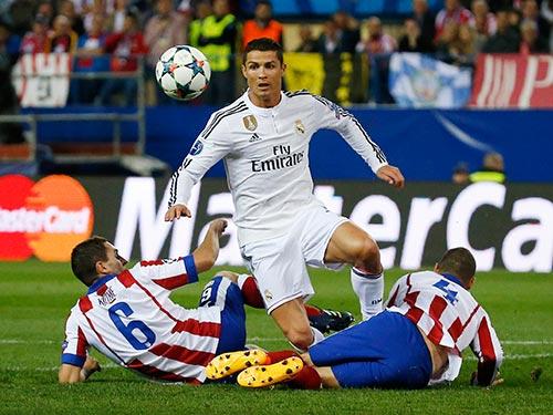 Trở về sân nhà, Ronaldo (giữa) quyết phá lưới Atletico sau lượt đi không ghi bàn Ảnh: REUTERS