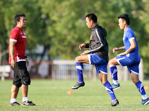 HLV F. Hiroo góp phần giúp tuyển Việt Nam có nền thể lực tốt tại AFF Cup 2014 Ảnh: QUANG LIÊM