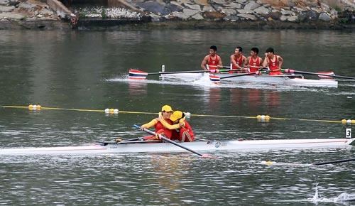 Đôi Phạm Thị Huệ - Lê Thị An về nhất nội dung thuyền đôi 1.000 m nữ với cách biệt chỉ 7% giây so với đội về nhì Ảnh: QUANG LIÊM