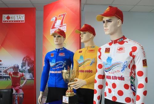 Ba mẫu áo dành cho Áo xanh, Áo vàng và Áo đỏ vua leo núi