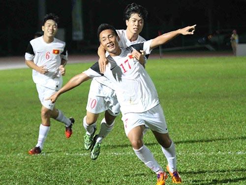 Công Phượng (10) và Tuấn Tài (17) trong màu áo U19 Việt Nam Ảnh: ANH DŨNG
