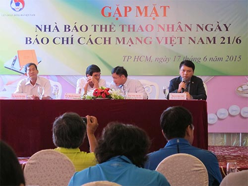 Tổng Thư ký VFF Lê Hoài Anh trao đổi với báo chí sáng 17-6  Ảnh: ĐÀO TÙNG