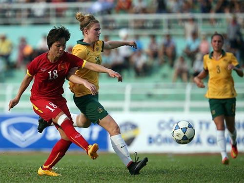 Minh Nguyệt (trái) ghi 2 bàn nhưng Việt Nam vẫn thua Úc 3-4 ở trận tranh hạng 3
