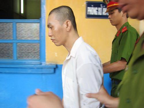 Bực mình vì hàng xóm hát karaoke inh ỏi, Lâm Kim Hiếu cự cãi dẫn đến xô xát, đâm chết người và bị phạt 14 năm tù Ảnh: PHẠM DŨNG