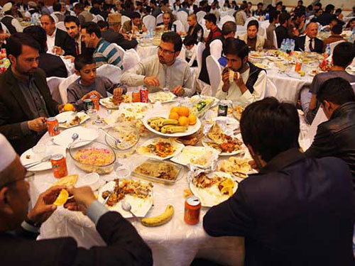 Tiệc cưới tại Afghanistan có cả ngàn khách không phải chuyện hiếm Ảnh: THE NEW YORK TIMES