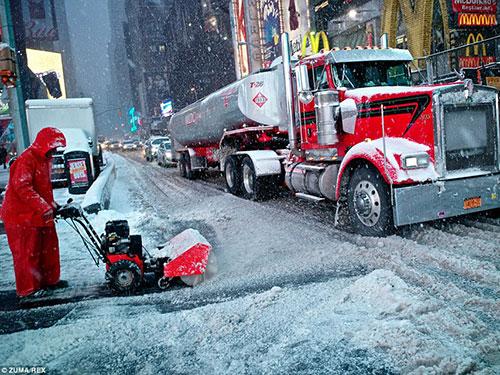 Bão tuyết đang làm đình trệ cuộc sống của hàng chục triệu người Mỹ Ảnh: Daily Mail