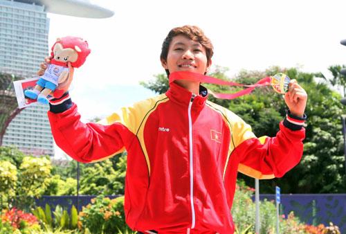 Nguyễn Thị Thật trên bục nhận HCV SEA Games đầu tiên trong sự nghiệp