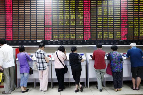Đài BBC nhận định càng can thiệp càng khiến thị trường chứng khoán Trung Quốc hỗn loạn  Ảnh: Reuters