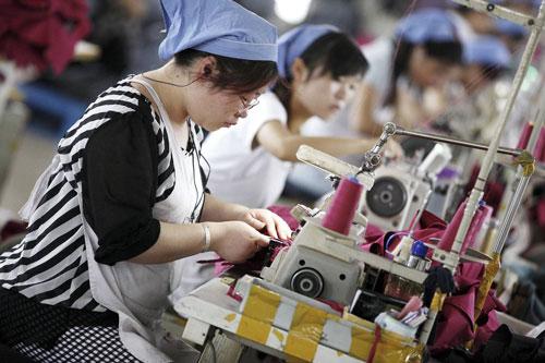 Dữ liệu mới nhất cho thấy hoạt động sản xuất ở Trung Quốc giảm xuống mức thấp nhất trong 15 tháng qua  Ảnh: European Pressphoto Agency