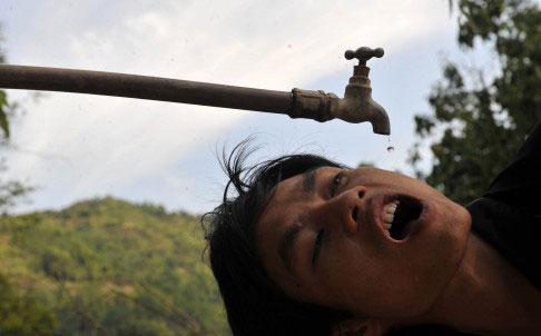 Gần 21 triệu người Trung Quốc mắc các bệnh liên quan đến xương do phơi nhiễm với chất fluoride quá nhiều Ảnh: REUTERS