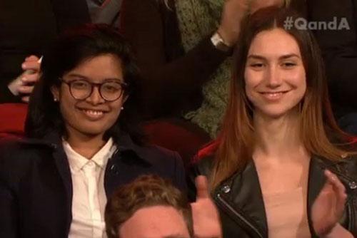 Nữ sinh Subeta Vimalarajah (trái) Ảnh: ABC News