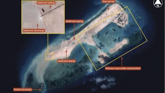 Những hình ảnh vệ tinh cho thấy Trung Quốc có khả năng đang xây sân bay trái phép tại Trường Sa. Ảnh: IHS Jane's