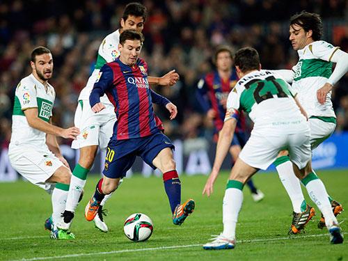 Messi (10) là một trong những nhân vật đáng chú ý ở trận tiếp Atletico Madrid Ảnh: REUTERS