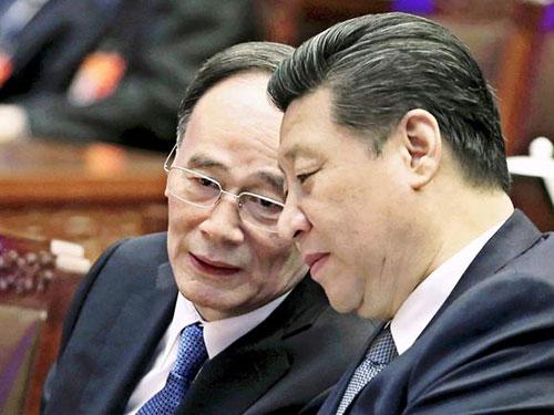 Chủ tịch Tập Cận Bình (phải) và Trưởng Ban CCDI Vương Kỳ Sơn Ảnh: REUTERS