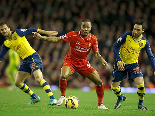 Sterling (giữa), một trong những tâm điểm khi Liverpool tái đấu Arsenal. Lượt đi, hai đội hòa 2-2 Ảnh: REUTERS