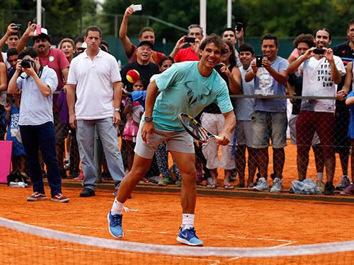 Nadal cần 1 danh hiệu trên sân đất nện để lấy lại sự tự tin   Ảnh: REUTERS