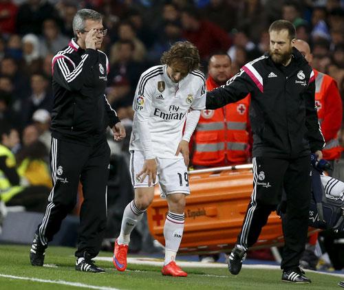 Chấn thương dây chằng gối phải của Modric khá nặng, anh có thể chỉ trở lại vào đầu tháng 6. Ảnh: REUTERS
