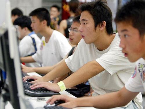 Ngoài việc chơi game trực tuyến, hầu hết diaosi chỉ biết ngủ hoặc uống rượu. Ảnh: REUTERS