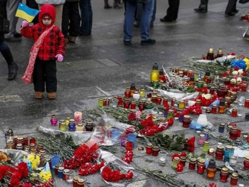 Thị trưởng Mariupol Yuriy Khotlubei tuyên bố để tang những người thiệt mạng do chiến sự trong hai ngày 26 và 27-1 Ảnh: REUTERS