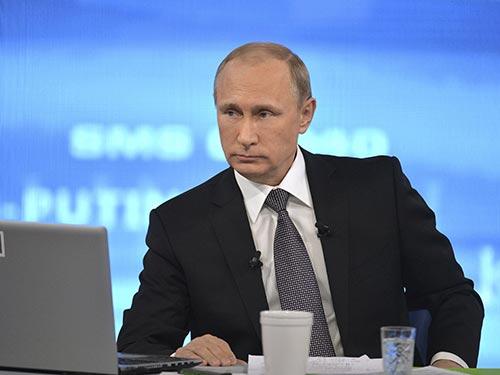 Tổng thống Nga Vladimir Putin tại buổi giao lưu trực tuyến hôm 16-4 Ảnh: REUTERS