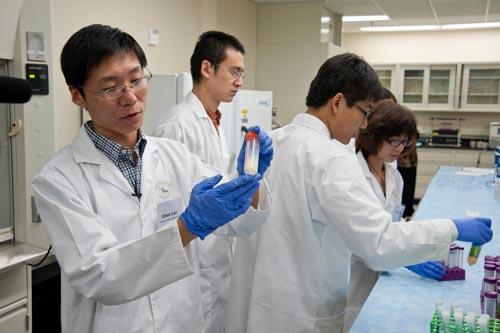 Ít nhất 4 nhóm nghiên cứu Trung Quốc đang theo đuổi việc thay đổi gien phôi thai người Ảnh: USAISPA.COM