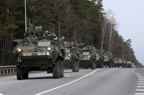 Lực lượng Mỹ tham gia tập trận ở Latvia gần đây Ảnh: REUTERS