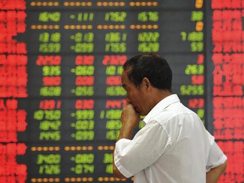 Chứng khoán ở Trung Quốc đại lục tiếp tục giảm giá hôm 28-7 Ảnh: REUTERS