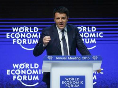 Thủ tướng Ý Matteo Renzi phát biểu tại một sự kiện ở Davos ngày 21-1 Ảnh: REUTERS