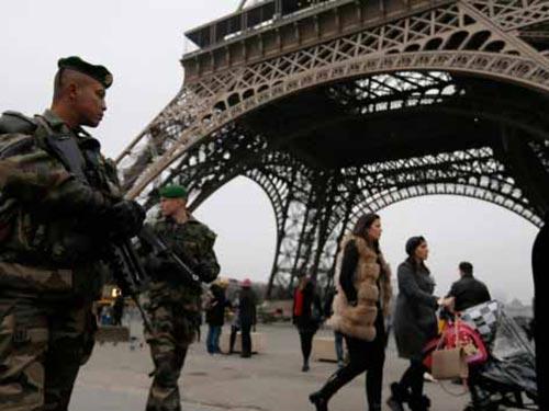 Binh lính canh gác ở thủ đô Paris - PhápẢnh: REUTERS